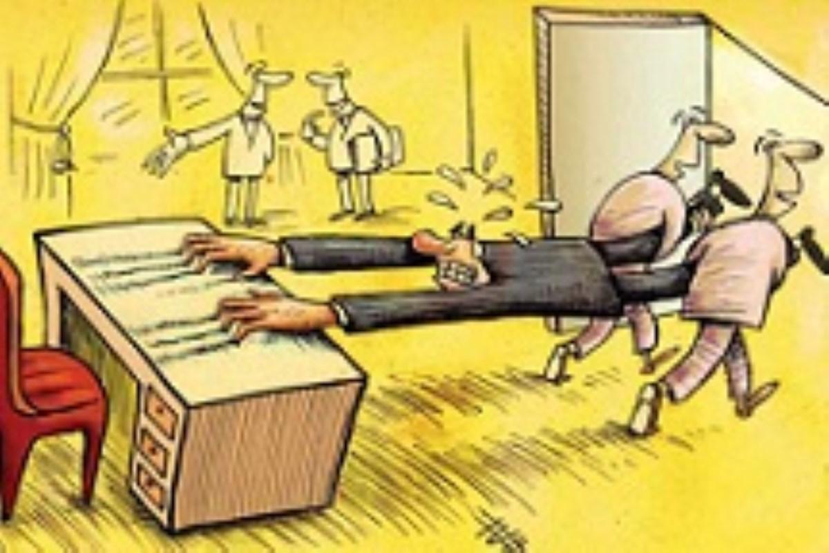 ۲۱۰ نفر از مقامات دولتی بازنشسته هستند/کاریکاتور