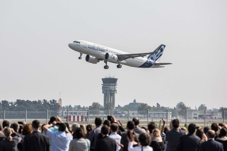 سقوط هواپیمای مسافری پاکستان در نزدیکی فرودگاه کراچى
