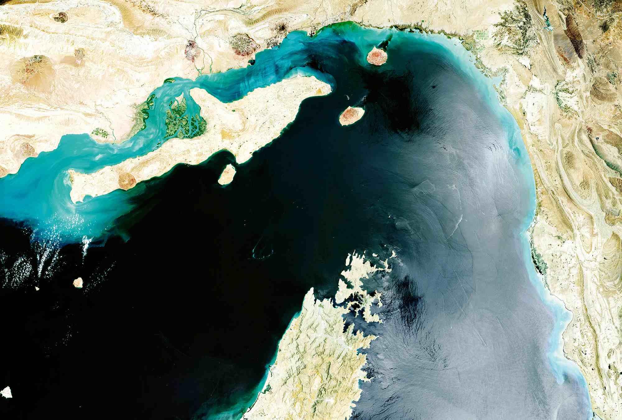 ایران تنگه هرمز را دور میزند/ صادرات نفت از شرق تنگه هرمز امکان پذیر میشود