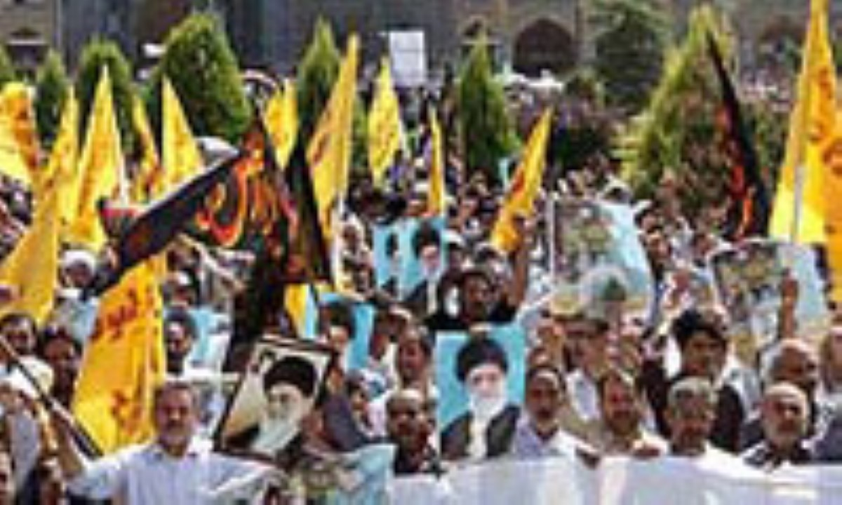 گزارش تصویری / راهپیمایی نمازگزاران اصفهانی در اعتراض به توهین به پیامبر اعظم(ص)