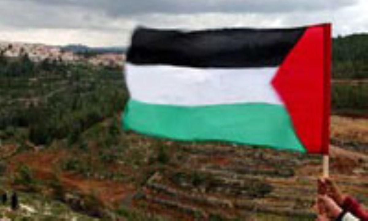 اهتزاز پرچم فلسطین بر فراز یک پادگان نظامی صهیونیستی