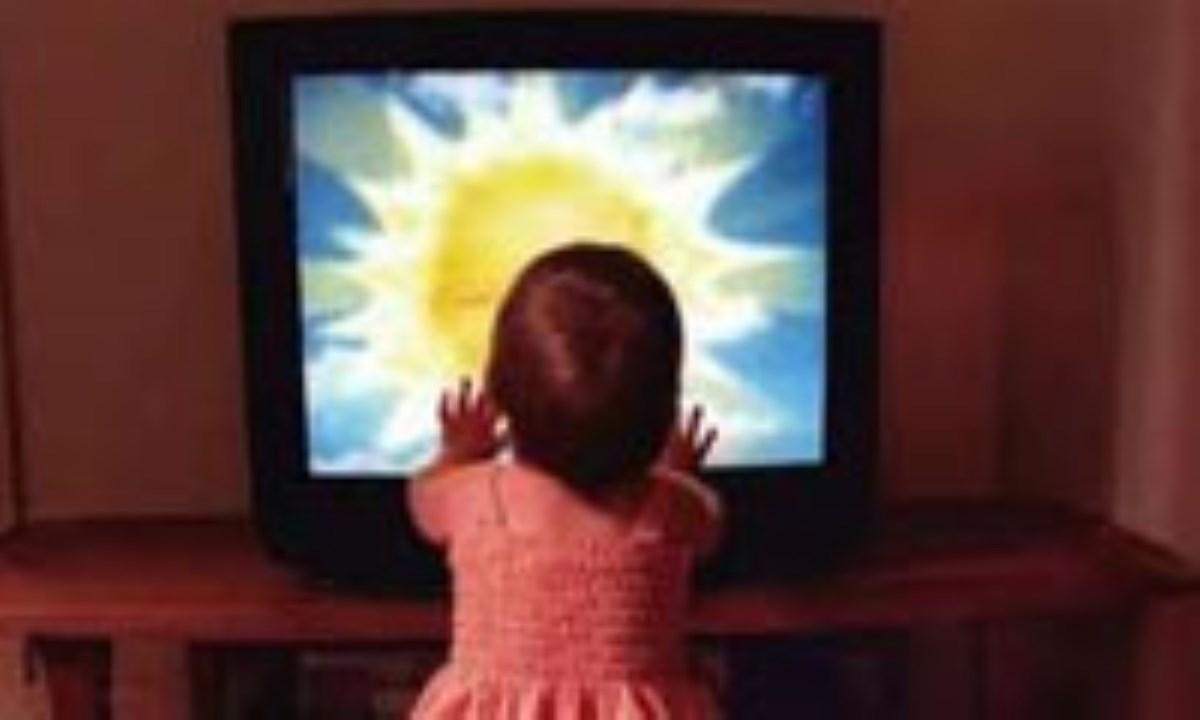تاخیر در زبانآموزی کودکان زیر دو سال با تماشای تلویزیون
