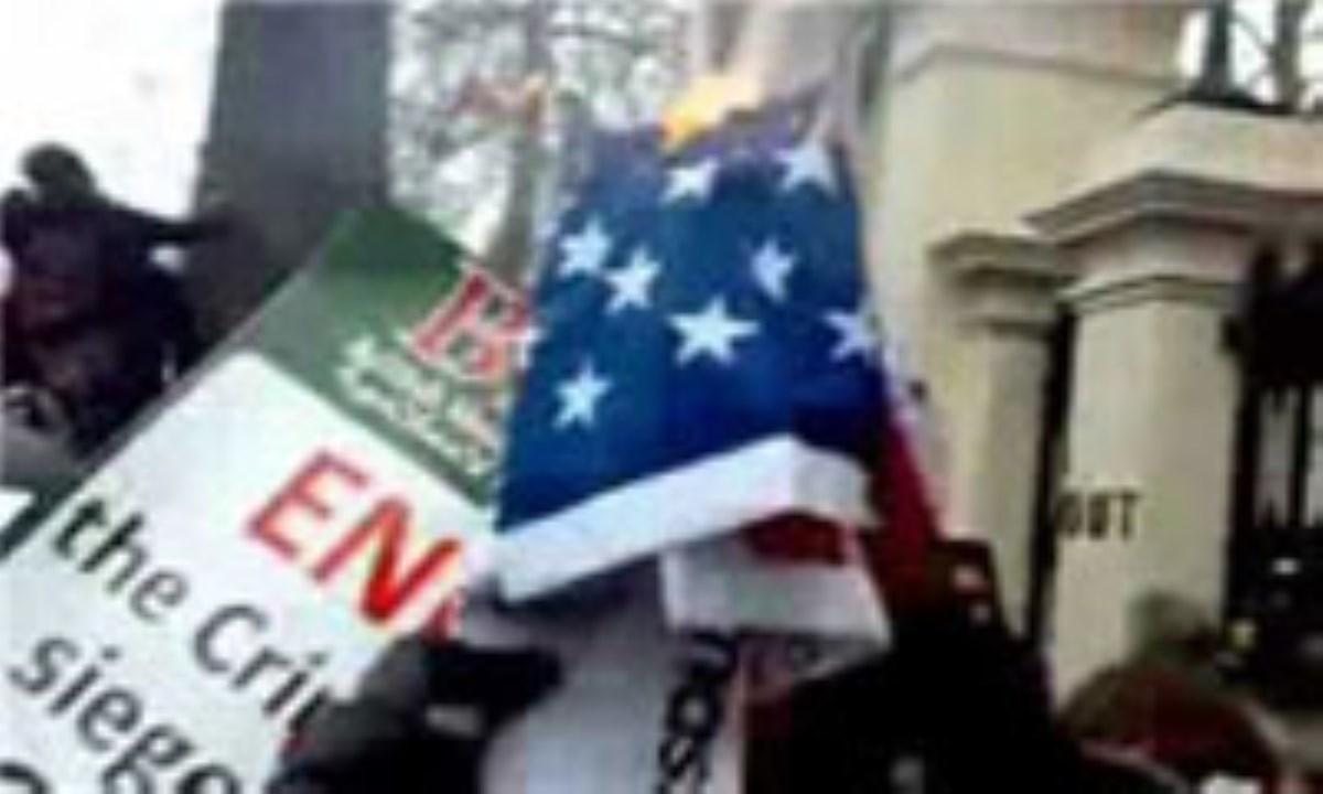 مسلمانان هند با سنگ و کفش به کنسولگری آمریکا حمله کردند