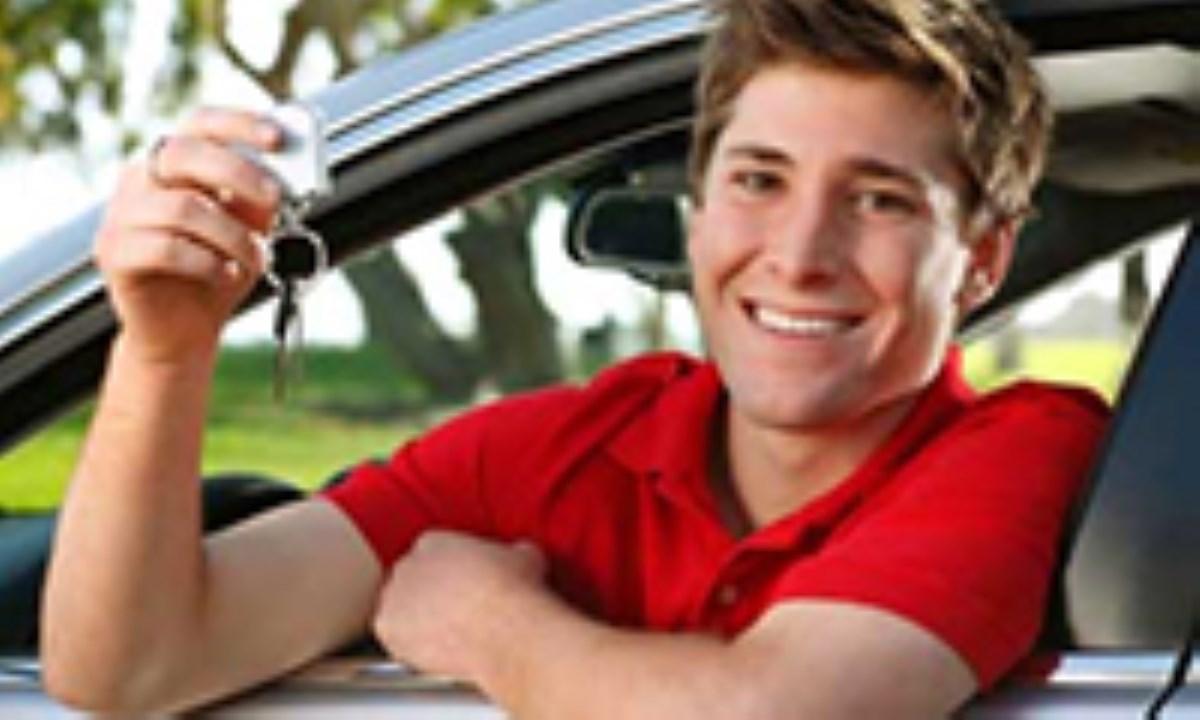 چرا نوجوانان رانندگی پر خطری دارند؟