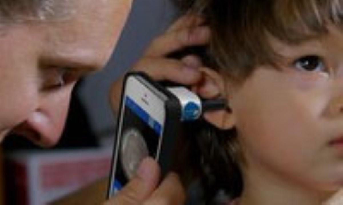 معاینه گوش کودکان در خانه با گوشی هوشمند