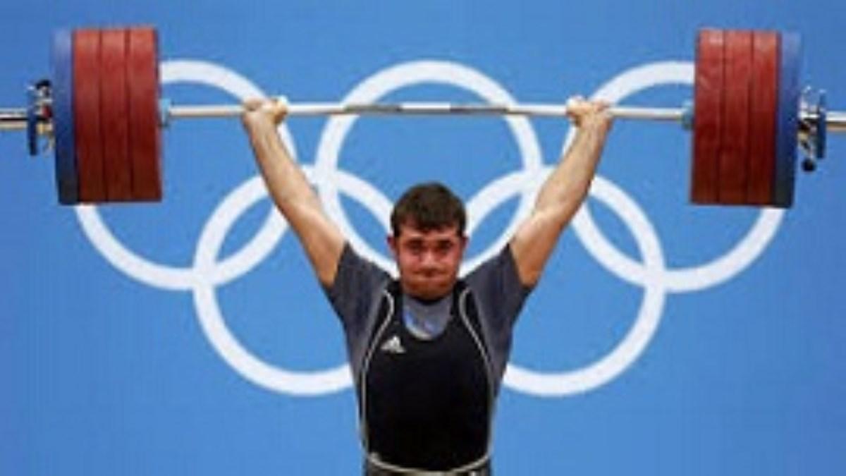 وزنهبردار ایرانی که در سکوت به طلای المپیک لندن رسید