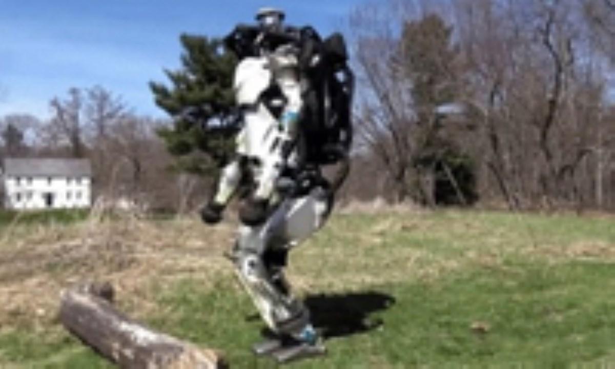 تولید ربات مسیریاب خودکار که مثل انسان می دود