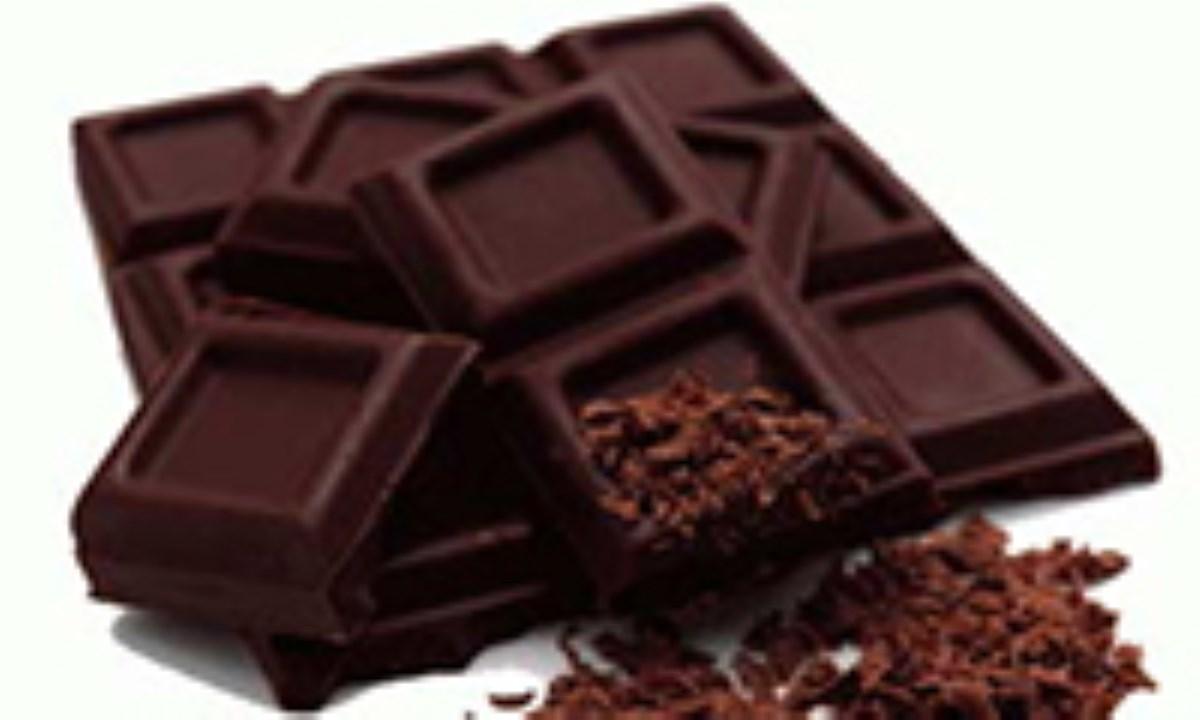 یک تکه شکلات تلخ در روز، فشار خون را متعادل میکند