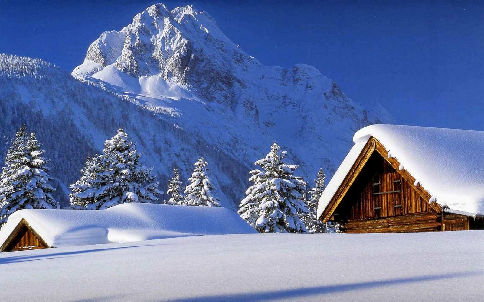 کلبه پوشیده از برف