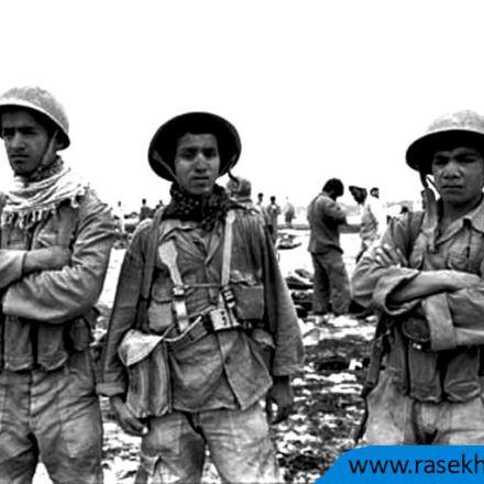 تصویری از سه رزمنده نوجوان در جبهه نبرد
