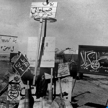 تصویری جالب از تابلو نوشته ها در جبهه