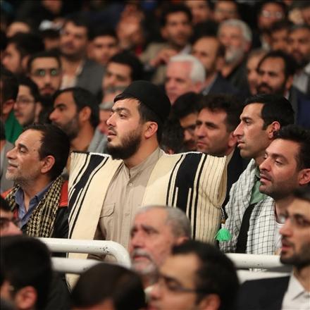 دیدار هزاران نفر از ذاکران و ستایشگران اهل بیت علیهم السلام با رهبر انقلاب