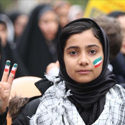 نوجوان انقلابی در راهپیمایی 22 بهمن