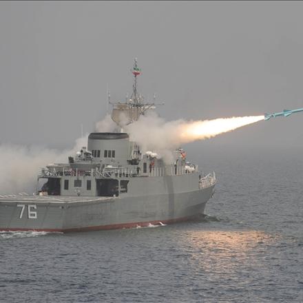 شلیک موشک از ناو جماران