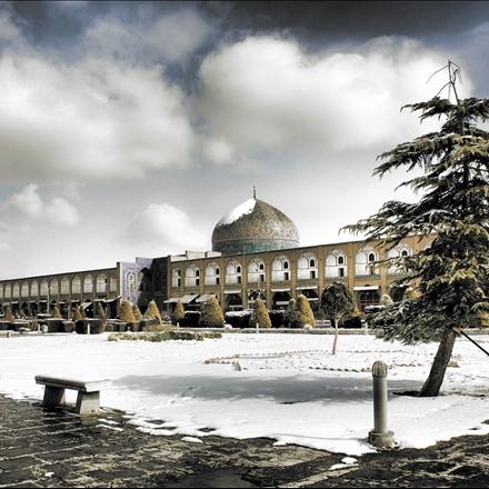 یک روز برفی در اصفهان