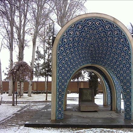 آرامگاه کمالالملک در زمستان
