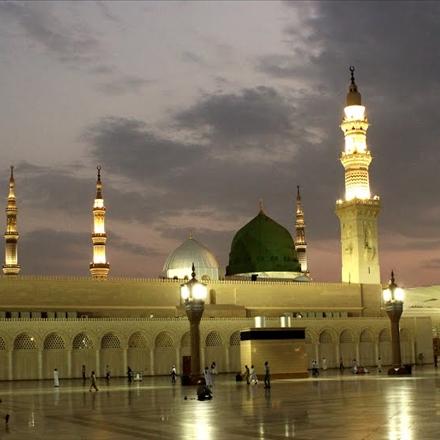 عکس حرم مطهر پیامبر اکرم صلی الله علیه و آله در شب