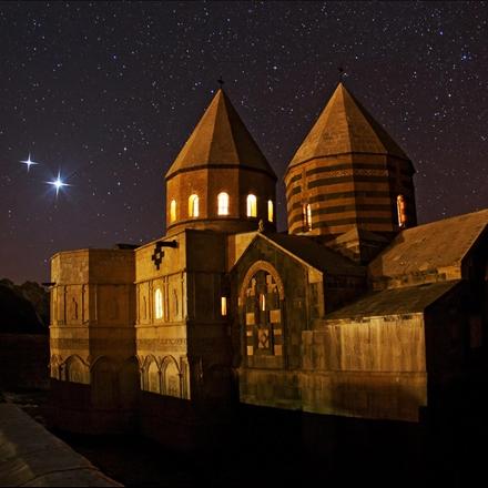 قره کلیسا در شب