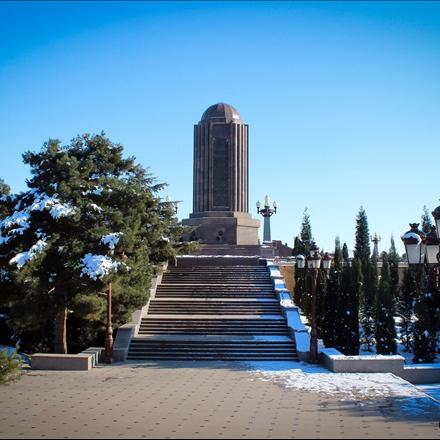 آرامگاه نظامی گنجوی در جمهوری آذربایجان