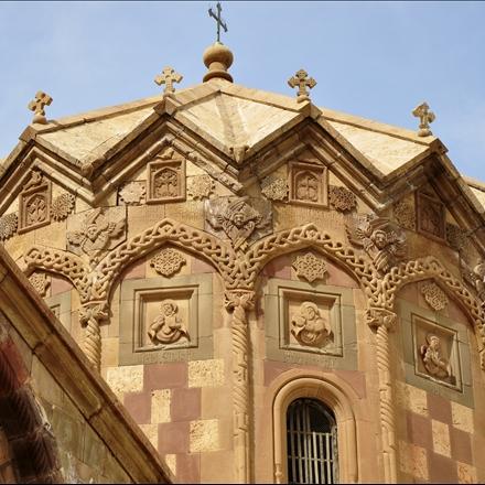 گنبد هرمی شکل هشت ضلعی کلیسای استفانوس مقدس