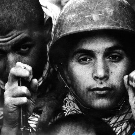 عکسی جالب از دو نوجوان بسیجی