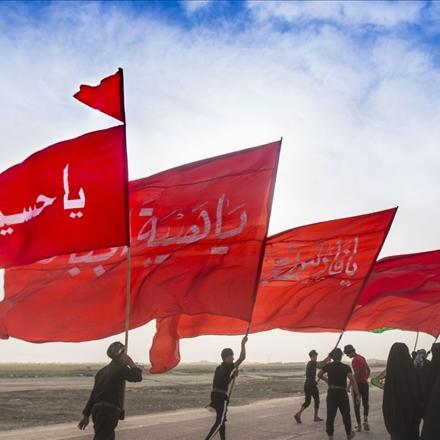 پیاده روی زائران اربعین در راه حرم امام حسین