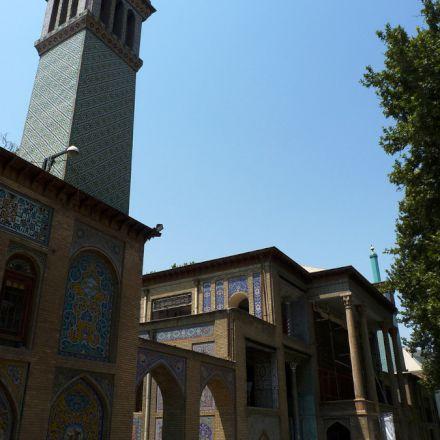 کاخ گلستان / نمایی از مناره و ورودی