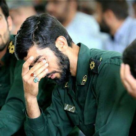 گریه های شهید حججی در مراسم ختم شهید مسلم خیزاب