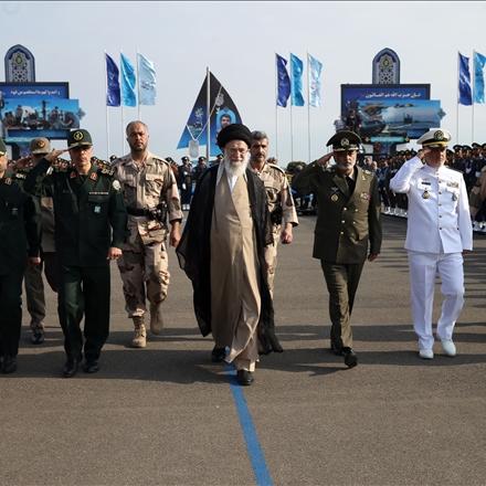 تصاویر حضرت آیتالله خامنهای در مراسم دانشآموختگی دانشجویان افسری ارتش