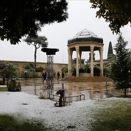 یک روز برفی در شیراز