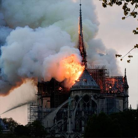 آتشسوزی در کلیسای نوتردام پاریس