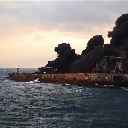 عکس غرق شدن نفتکش ایرانی