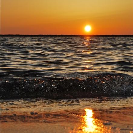 طلوع آفتاب درکناردریا