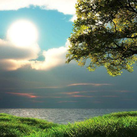 غروب خورشید در ساحل دریاچه