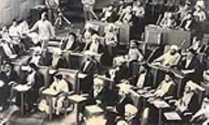 چه کساني مخالف اصل «ولايت فقيه» در قانون اساسي بودند؟
