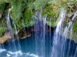 آشنایی با آبشار آب ملخ اصفهان