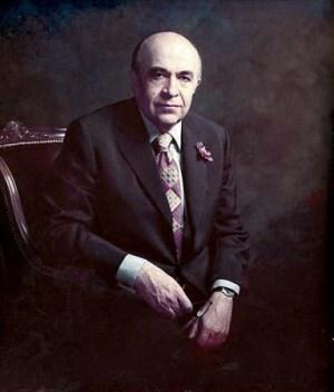 هویدا،نخست وزیر بهایی