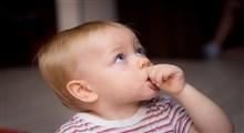 آیا عادت به مکیدن انگشت در فرزندم موروثی است و به دلیل وجود این عادت در دوران کودکی من می باشد؟
