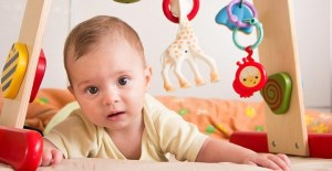 آشنایی با انواع بازی با نوزاد سه تا شش ماهه