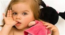 دلایل مکیدن انگشت در کودکان و نکته هایی برای رفع آن