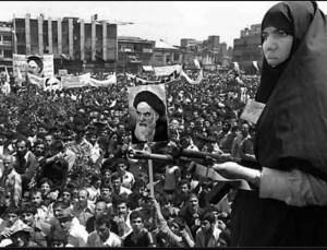 نقش اقتصاد و تصمیمات سیاسی در انقلاب اسلامی ایران
