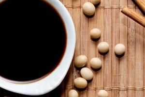 فواید و خطرات سس سویا برای سلامتی