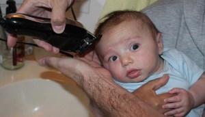 مضرات تراشیدن موی سر نوزاد چیست؟