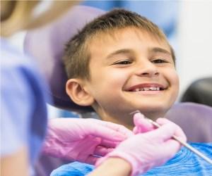 عواملی که سبب بدبو شدن بوی دهان در کودکان می شود.
