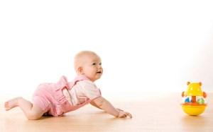 آنچه که باید درباره چهار دست و پا رفتن نوزاد بدانید