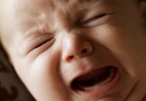 آشنایی با نشانه های درد در نوزادان و کودکان بزرگتر