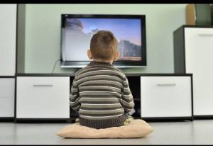 تماشای تلویزیون چه پیامدی برای نوزادان و کودکان دارد؟