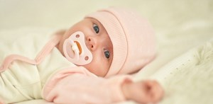 نکاتی که در زمان لباس پوشاندن به نوزاد باید در نظر گرفت