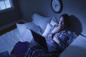 به چه دلیل در میانه های شب دچار بی خوابی می شویم؟