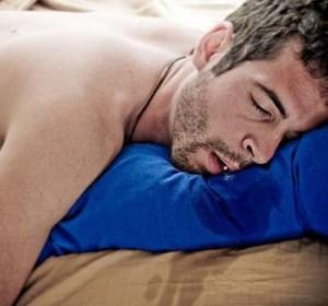 ریزش آب دهان در خواب چه عللی دارد و راه درمان آن چیست؟